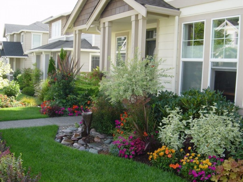 Natural-Front-Yard-Landscaping-with-Kind-of-Flowers-to-Make-More-Freshes