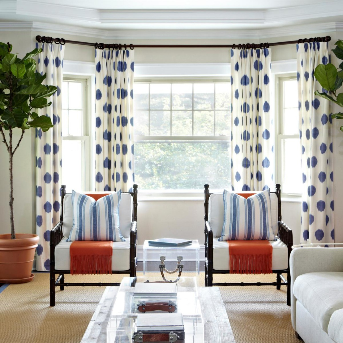 Creating-Enjoyment-with-Polka-Dot-Living-Room-Decorating-Ideas2