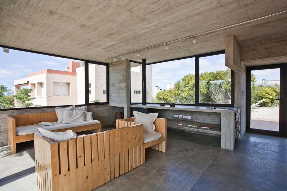 low-maintenance-concrete-beach-house-13-view-thumb-970xauto-34455